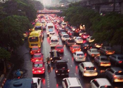 กทม.ฝนตกถนนลื่นปิดอุโมงค์ปากเกร็ดชั่วคราว