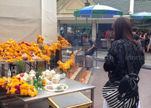 ชาวไทยและเทศยังทยอยสักการะพระพรหม