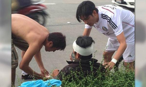"""ยกนิ้วให้ """"หนุ่ม ศรราม"""" ใส่รองเท้าแตะ ช่วยตำรวจถูกแท็กซี่ชน"""