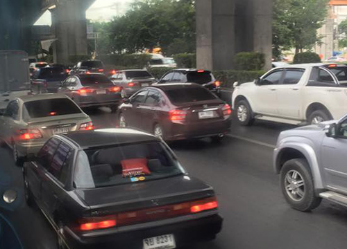 จราจรเช้านี้ถนนหลายสายรถมากเคลื่อนตัวช้า