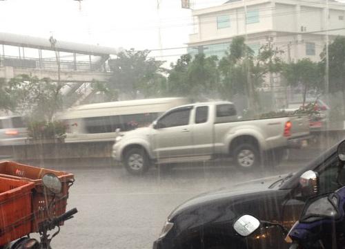 ฝนถล่มกรุงรถเริ่มติดขัด สูงสุด26มม.ที่บางเขน