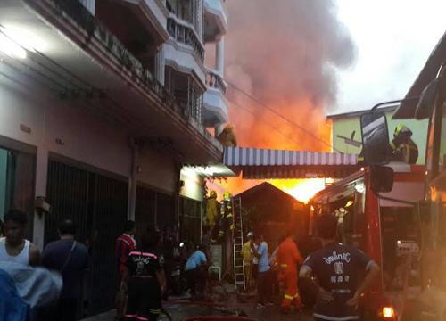ไฟไหม้ชุมชนย่านคลองสานวอด10หลังไร้เจ็บ