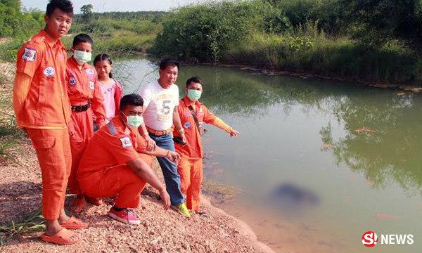 หนุ่มพิการสู้ชีวิต ลงบ่อน้ำดักปลาไปให้แม่ พลาดจมน้ำดับ