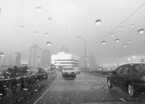 ฝนเริ่มก่อตัวในเขตกทม.อีกแล้วที่ประเวศ,ลาดกระบัง