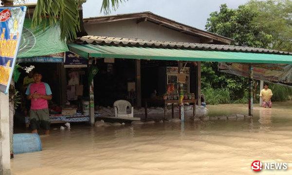 ระยองประกาศเป็นพื้นที่ภัยพิบัติ หลังน้ำท่วมยังเอ่อท่วม