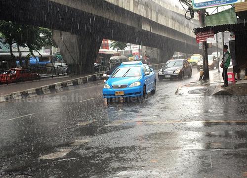 อุตุฯเผยไทยตอนบนฝนตกต่อเนื่อง-กทม.60%