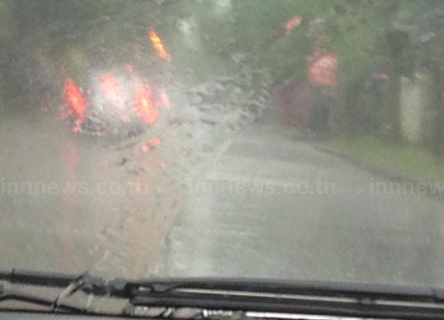 ฝนถล่มชลบุรีน้ำท่วมขังปภ.เร่งระบาย