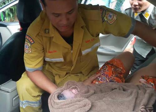 จนท.อาสาฯช่วยทำคลอดหญิงบนTAXI-ปลอดภัย