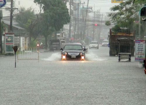 อุตุฯพยากรณ์เย็นกลางตะวันออกฝนตกหนาแน่น