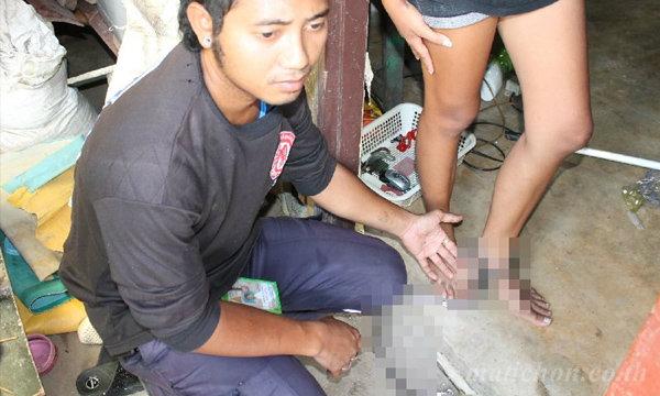 ตร.บุกช่วยสาววัย 17 ปีถูกล่ามโซ่ แม่หลั่งน้ำตาจำใจทำ ลูกจะหนีออกไปอยู่นอกบ้าน