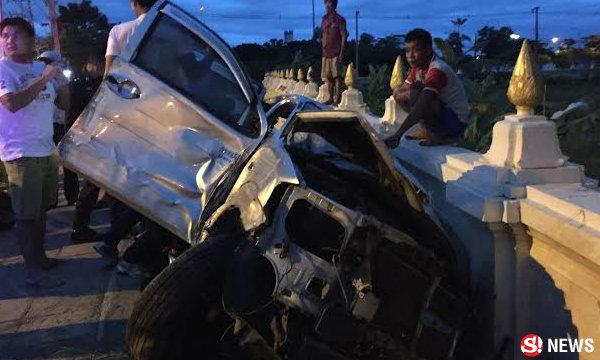 เด็กหญิง 14 ขับรถพุ่งชนกำแพงวัด ยายเจ็บติดคาซากรถ