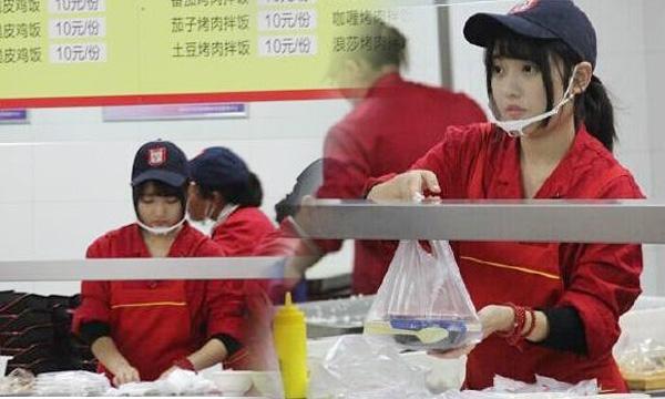 จีนฮือฮา! นางฟ้าแคนทีน พนักงานสวยระดับไอดอลเกาหลี