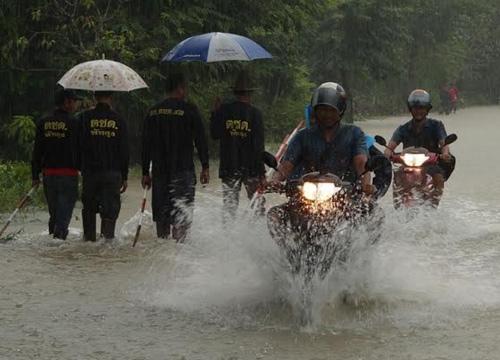 พัทลุง ฝนตกหนักน้ำหลากท่วมบ้านประชาชน