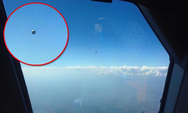 นักบินโพสต์ภาพชัดๆ โคมลอยเข้าใกล้เครื่องบิน