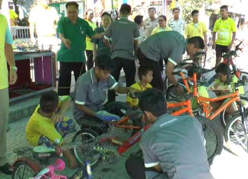 ลพบุรีเปิดซ่อมจักรยานร่วมปั่นเพื่อพ่อฟรี