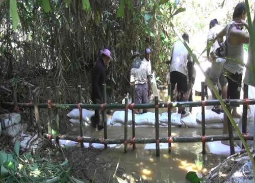 ผู้ว่าฯจันทบุรีนำมวลชนทำฝายชะลอน้ำ 10 จุด
