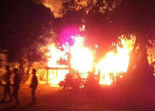 ไฟไหม้ชุมชนริมคลองกว่า7หลังย่านปทุม