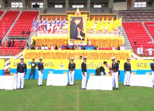 ปชช.แห่สนามศุภฯรับของพระราชทานBikeForDad