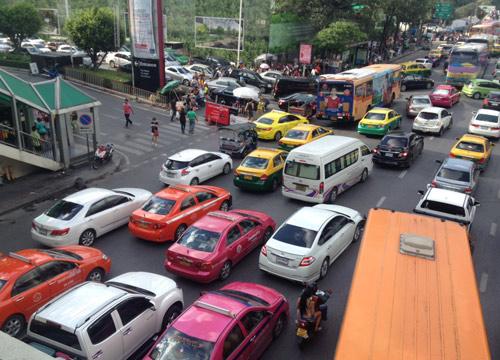 ถนนวิทยุ,สิรินธร,สามเสนรถมากเคลื่อนตัวได้