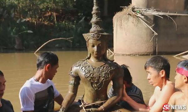 ฮือฮา..รับวันดี พระพุทธรูปจมน้ำชายแดนไทย-ลาว อายุกว่า 100 ปี