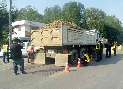 พิจิตรตั้งด่านจับรถบรรทุกน้ำหนักเกิน