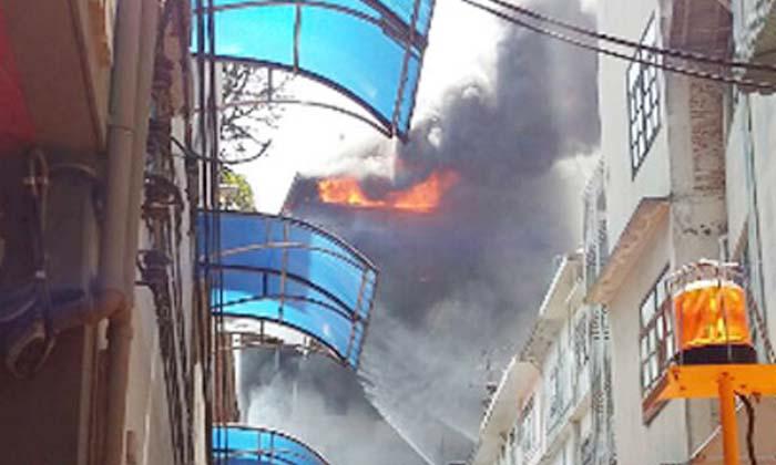 ไฟไหม้ซอยนราธิวาส 18 จับกู้ภัยขโมยทรัพย์สิน