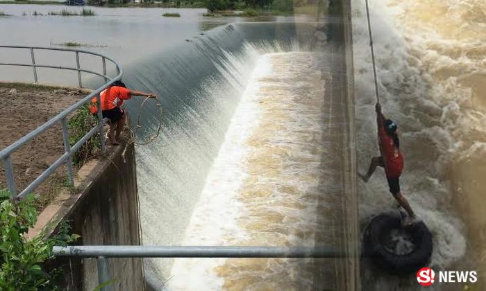 คุณป้าโชว์สกิล โรยตัวจับปลาอ่างเก็บน้ำเชี่ยว กู้ภัยลุ้นแทบช็อก