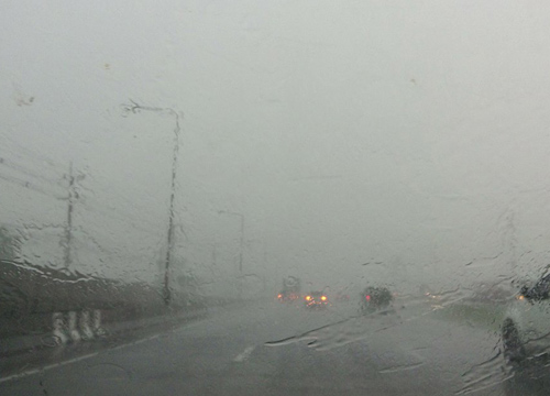 อุตุฯพยากรณ์เย็นทั่วไทยมีฝนตกต่อเนื่องกทม.80%