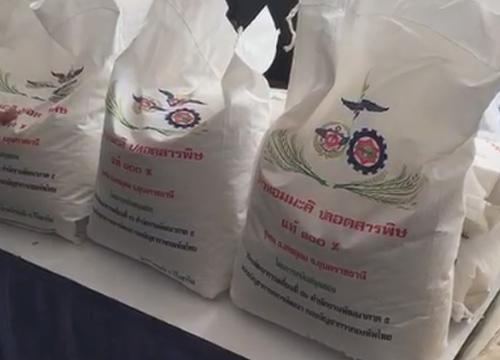 กองทัพไทยจัดพื้นที่ขายข้าวธงน้ำเงินราคาประหยัด