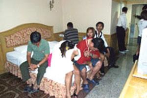 ทลาย สวิงกิ้ง ในโรงแรม จับชาย11หญิง6สลับคู่มั่ว