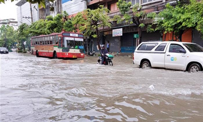 """อุตุฯ จับตา """"พายุขนุน"""" ฝนตกอีก 2 วัน เฝ้าระวังน้ำทะเลหนุน"""