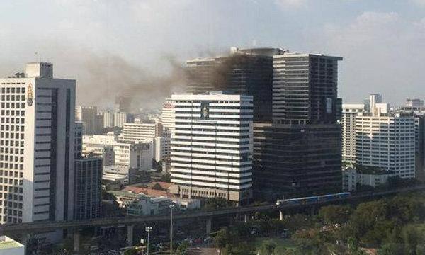 ด่วน! ไฟไหม้ตึกโรงพยาบาลจุฬาฯ