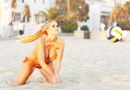 ดึ๋งดั๋งไปกับวอเลย์บอลชายหาด