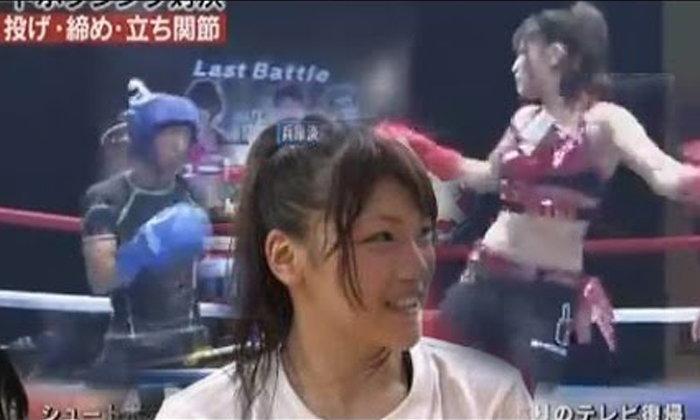 """ทำไปได้! รายการญี่ปุ่นให้ผู้ชาย 3 คนเรียงคิวต่อยกับ """"แชมป์มวยไทยหญิง"""" งานนี้มีน็อค! (คลิป)"""