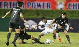 """ท่ามกลางสายฝน! """"ช้างศึก"""" เจ๊าโนสกอร์ """"อิเหนา"""" แต่ยังลิ่วรอบสุดท้ายชิงฯเอเชีย U23"""