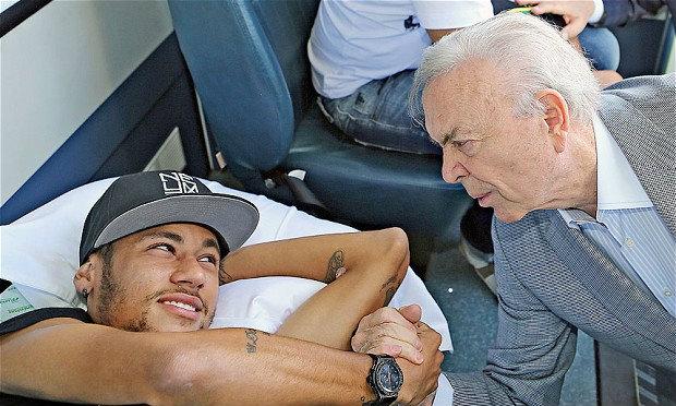 ′บาร์ซ่า′ ส่งหมอเยี่ยม ′เนย์มาร์′ ที่บ้านเกิด เผยอาการดีขึ้นมาก เตรียมนำตัวไปรักษาต่อที่สเปน