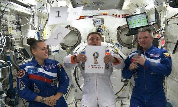 รัสเซียเปิดตัวสัญลักษณ์บอลโลก 2018 บนสถานีอวกาศ