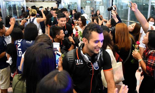 แข้งเซราะกราวถึงไทยเรียบร้อย! บิ๊กเน ย้ำยังประมาทไม่ได้