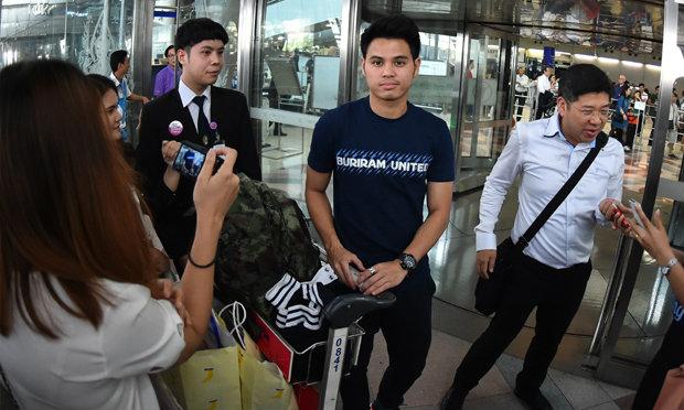 บุรีรัมย์กลับถึงไทยแฟนแห่ต้อนรับเนวินสั่งลุยไทยลีกต่อ
