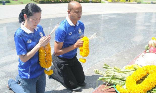′โค้ชโชค′ แก้บนพระเจ้าตากสิน รับสนคุมทีมชุดโอลิมปิก-หวังสมาคมบอลมอบสัญญาให้ (คลิป)