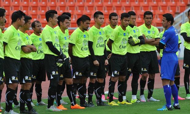 """""""ซิโก้""""นำทีมเหล่านักกีฬาทีมชาติไทยเปิดคลินิกสอนเด็กกับ กกท. ที่กาญจนบุรี"""