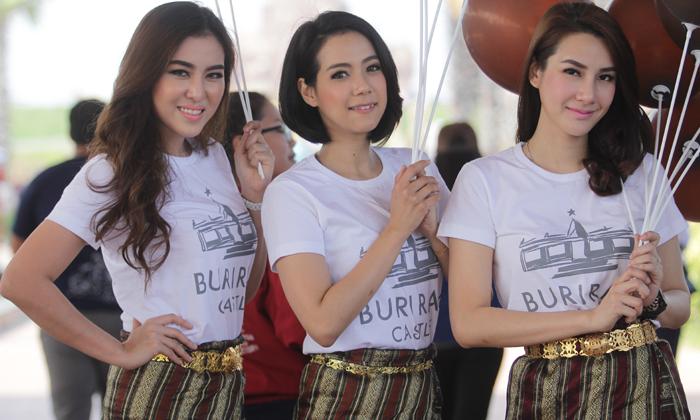 """น่ารักแบบไทยๆ!!! พริตตี้สุดน่ารักงานเปิดตัว """"Buriram Castle Grand Opening"""" (อัลบั้ม)"""