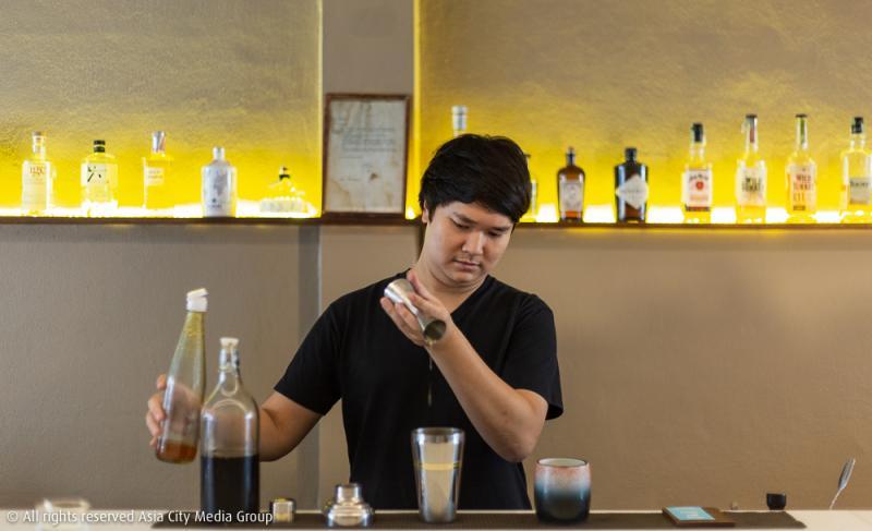 Looper  Co คาเฟ่สุดมินิมอลในโกดังเก่าเมืองเชียงใหม่ ที่กลางวันเป็นบาร์กาแฟ กลางคืนเป็นบาร์ค็อกเทล