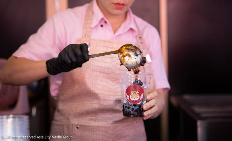 ไม่ต้องแย่งกัน เพราะชานมไข่มุกพ่นไฟสุดฮิต Fire Tiger By Seoulcial Club เปิดร้านแยกแล้วที่สยาม