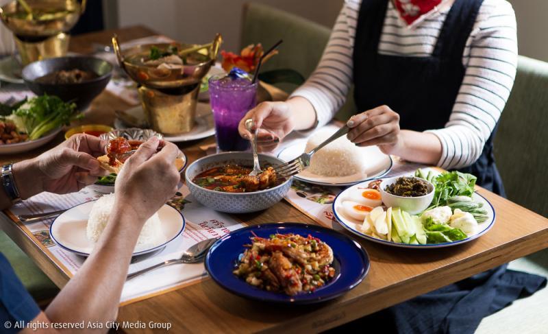 ศรีชา ร้านอาหารไทยเปิดใหม่ในสาทร ที่ชุบชีวิตตำนานโป๊ะแตกหม้อแรกของโลกให้กลับมามีชีวิตอีกครั้ง