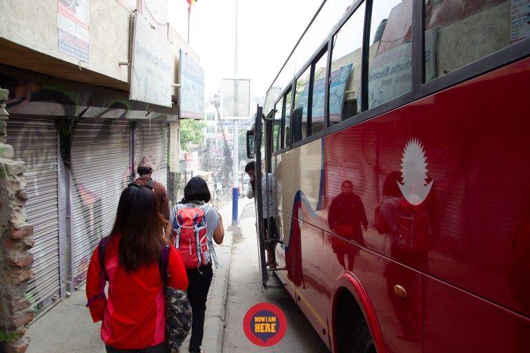 รถบัสโดยรวมตัวรถถือว่าโอเค ช่วงแรกๆก่อนออกจากเมืองจะปิดแอร์และหน้าต่าง เข้าใจว่าฝุ่นเยอะก็ทนๆเอาหน่อย แต่พอเริ่มออกนอกเมือง เขาก็เปิดแอร์ให้