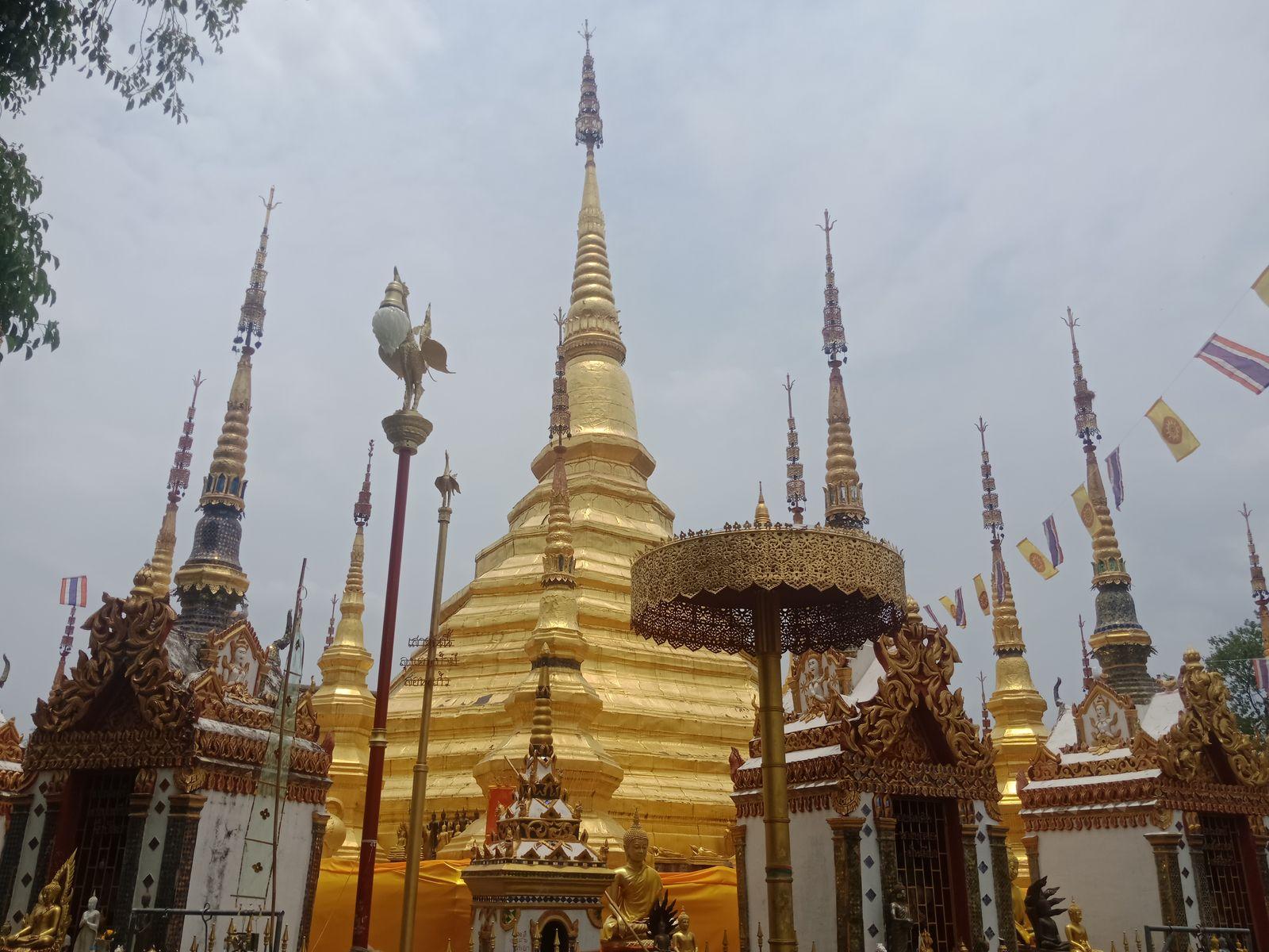 พระบรมธาตุบ้านตาก สร้างจำลองจากเจดีย์ชเวดากอง ประเทศพม่า สวยสดงดงาม