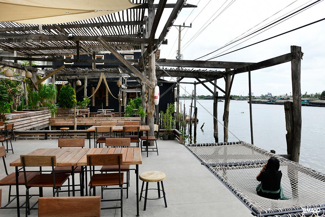 ชิคชิลล์ริมน้ำที่ Milli Cafe by Rongsi Studio