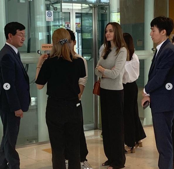 แองเจลินา โจลี ส่งลูกเรียนเกาหลี